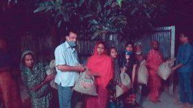 ফেসবুক পোস্ট দেখে চাল-ডাল নিয়ে হাজির ডিসি'র প্রতিনিধি দল